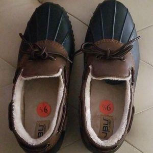 JBU weather ready shoes sz 9 1/2